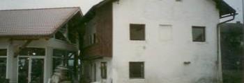 1997:<br>November: Erweiterung der Ausstellungsfläche, Abbruch des alten Nebengebäudes