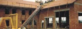 1983:<br> Januar: Gründung als allgemeine Reparaturwerkstatt <br>März: Mitsubishi-Servicehändler<br>Mai: Dekra kommt ins Haus (Kundenservice)